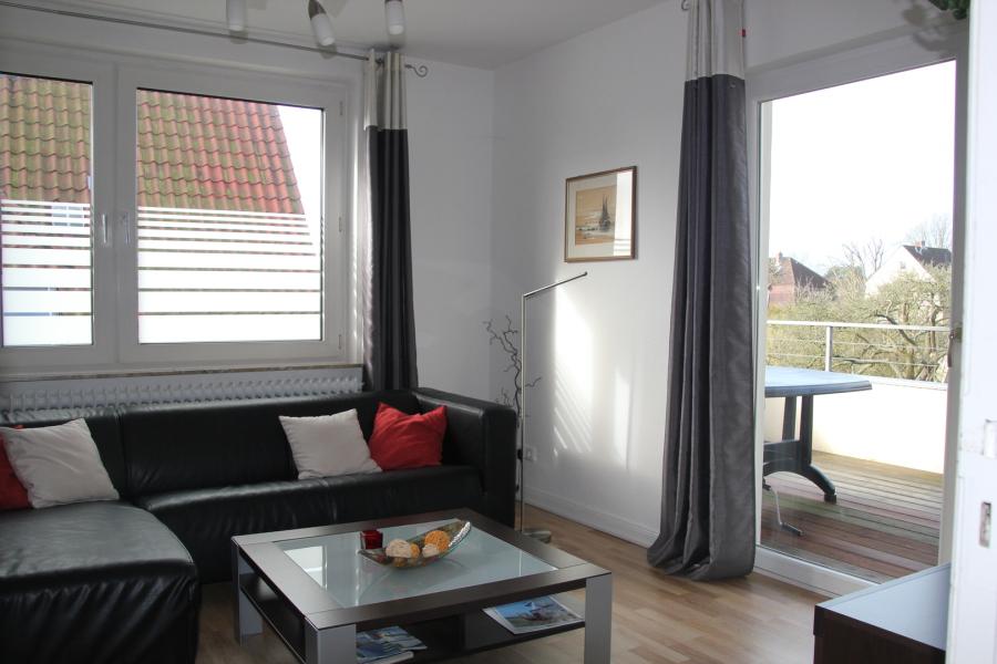 Sehr schöne modern eingerichtete ca 70m² große 3 zimmer ferienwohnung mit balkon im 1 obergeschoß wohnzimmer mit sat tv und radio große küche mit